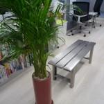 事務所に素敵なベンチあります!